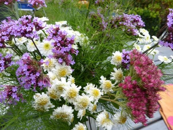 GArtenarbeit im Oktober und Herbstblumenstrauß