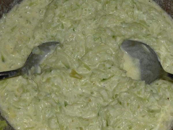 Gurkensalat Rezept mit Mehlschwitze und Sahne