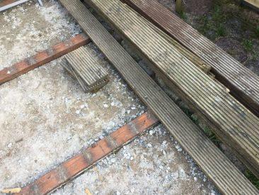 Holzupcycling: Das noch gute Holz der abgerissenen, schlecht verlegten alten Terrasse wird zu selbstgebauten Hochbeeten.