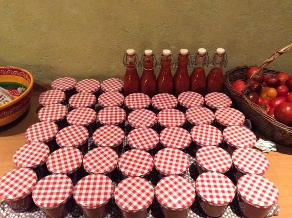 Aus Tomaten Ketchup selber machen: So einfach wie lecker