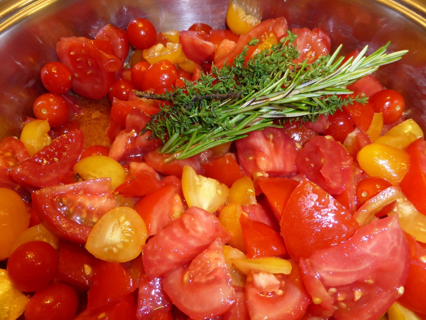 Zu viele Tomaten geerntet? Tomatensoße einfach selber machen und einkochen