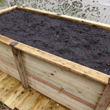 upcycling hochbeet bauen das auf der terrasse oder auf pflaster steht. Black Bedroom Furniture Sets. Home Design Ideas