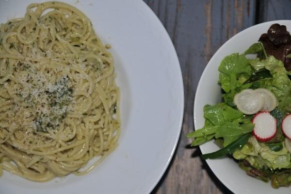 Basilikum Pesto selber machen und andere Pesto Rezepte