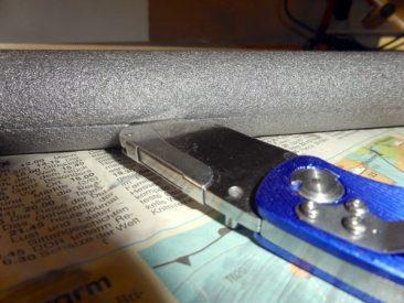 Die Heizungsrohrisolierung, welche es als Meterware im Baumarkt gibt, einschneiden...