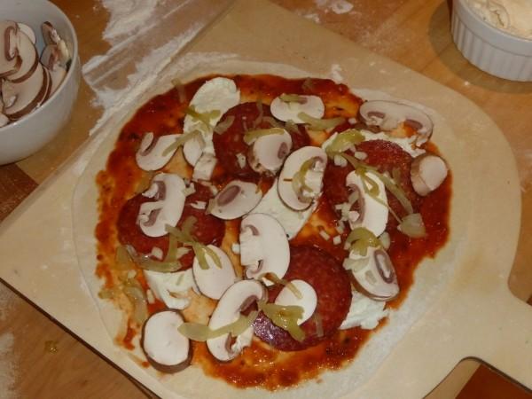 Pizza selber machen Rezept und backen auf Pizzastein oder Schamottestein