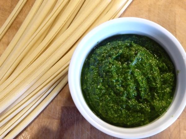 Bärlauch-Rezepte wie dieses für Bärlauchpesto sind schnell gemacht und ein wahres Superfood