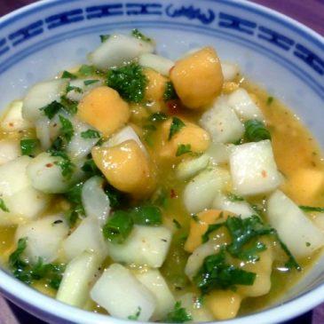 Selbstgemachte Grillsauce: Herrliche Gurken-Mango-Salsa