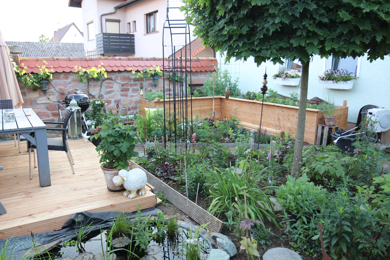 Garten neu anlegen, Terrasse und Hochbeet selber bauen reduziert Kosten