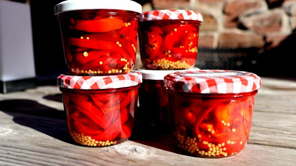 Paprika mit einlegen als Antipasti haltbar machen