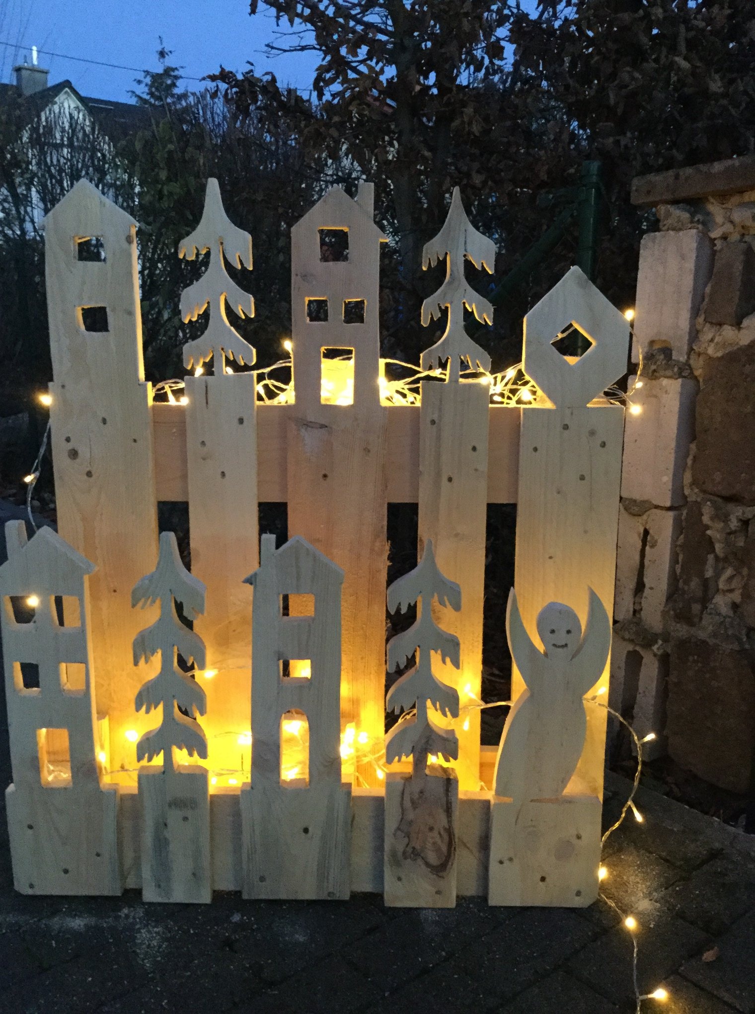 Paletten Deko Fur Haus Garten Und Weihnachten Das Weihnachtsdorf