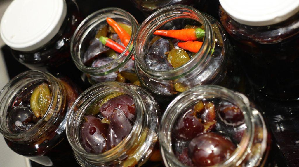 Rezept für Pflaumen oder Zwetschgen süß sauer, Balsamico Pflaumen