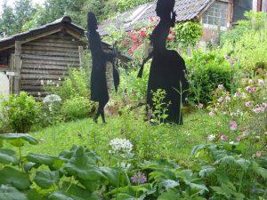Rasenanteil im Garten reduzieren, spart Wasser.