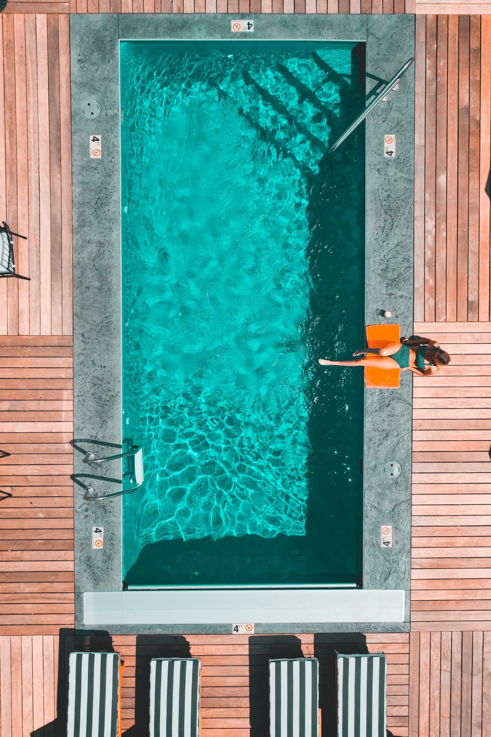 Pool Wasser regelmäßig reinigen wie